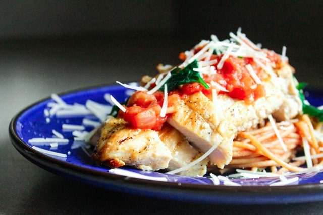 Spaghetti in a Rose Sauce with Grilled Chicken