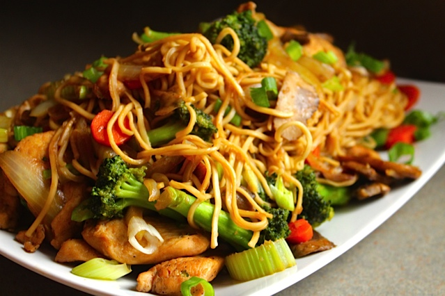 Chicken chow mein lisa g cooks chicken chow mein forumfinder Image collections